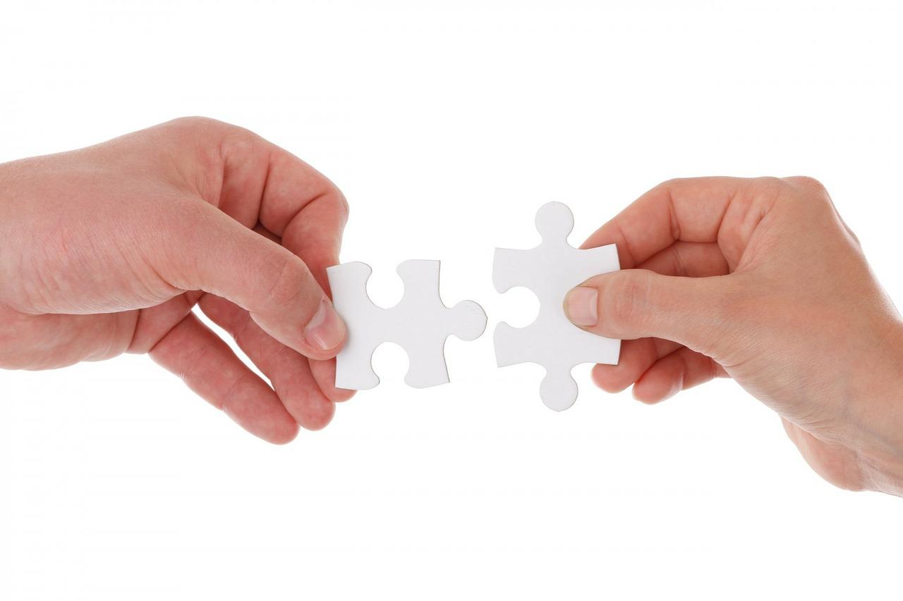pièces de puzzle qui fusionnent indiquant une acquisition en Allemagne